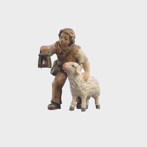 Krippenfigur Zirbel 015 Hirtenbub mit Schaf und Laterne